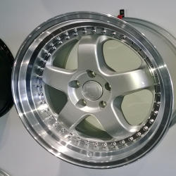RS1 WHEEL 18 x 8 Silver